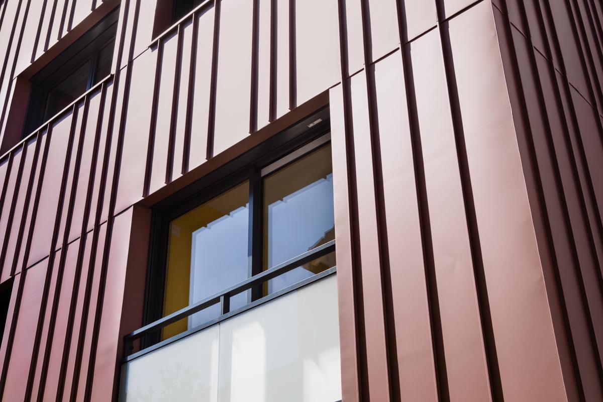 Katrimmo - programme neuf Amarantes Montchat - détail zinc rouge façade